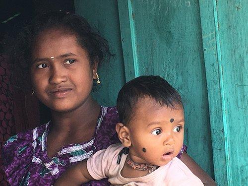 moeder en kind Adivasi